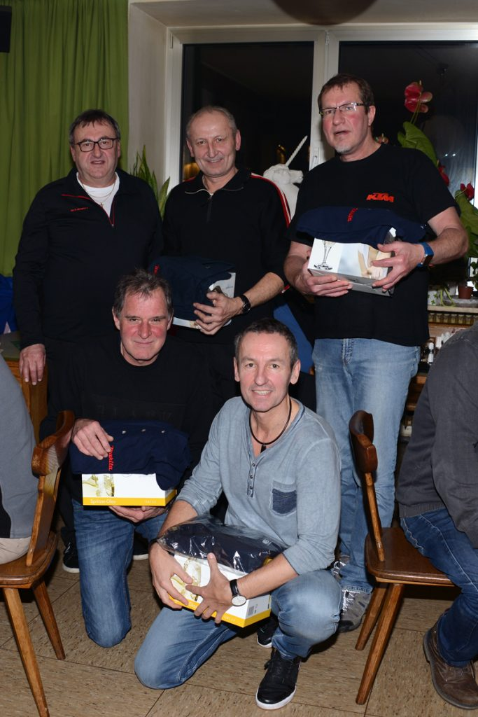 """Sieger-Team """"Neujahresschießen 2018"""" (stehend v.l.n.r. Rudi Pichler, Josef """"Pepi"""" Brunner, Karl Pissenberger; knieend v.l.n.r. Gerhard Schatz, Gerhard Brunner)"""